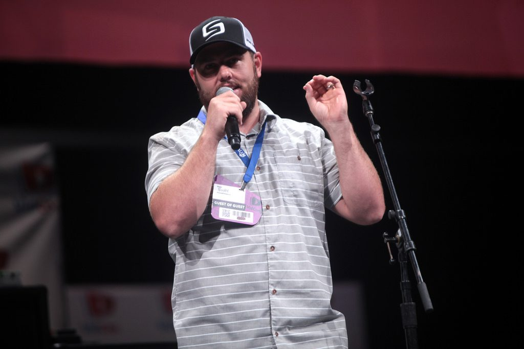 Shay Carl on stage